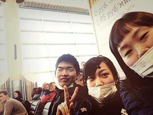 モスクワ空港で高校生組で