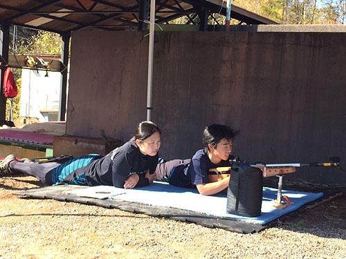 射撃トレーニングの星澤選手