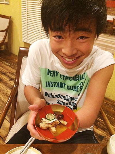 阿部選手のお父さんから松茸の差し入れです